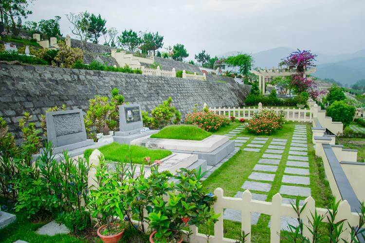Một góc nhỏ nghĩa trang Lạc Hồng Viên