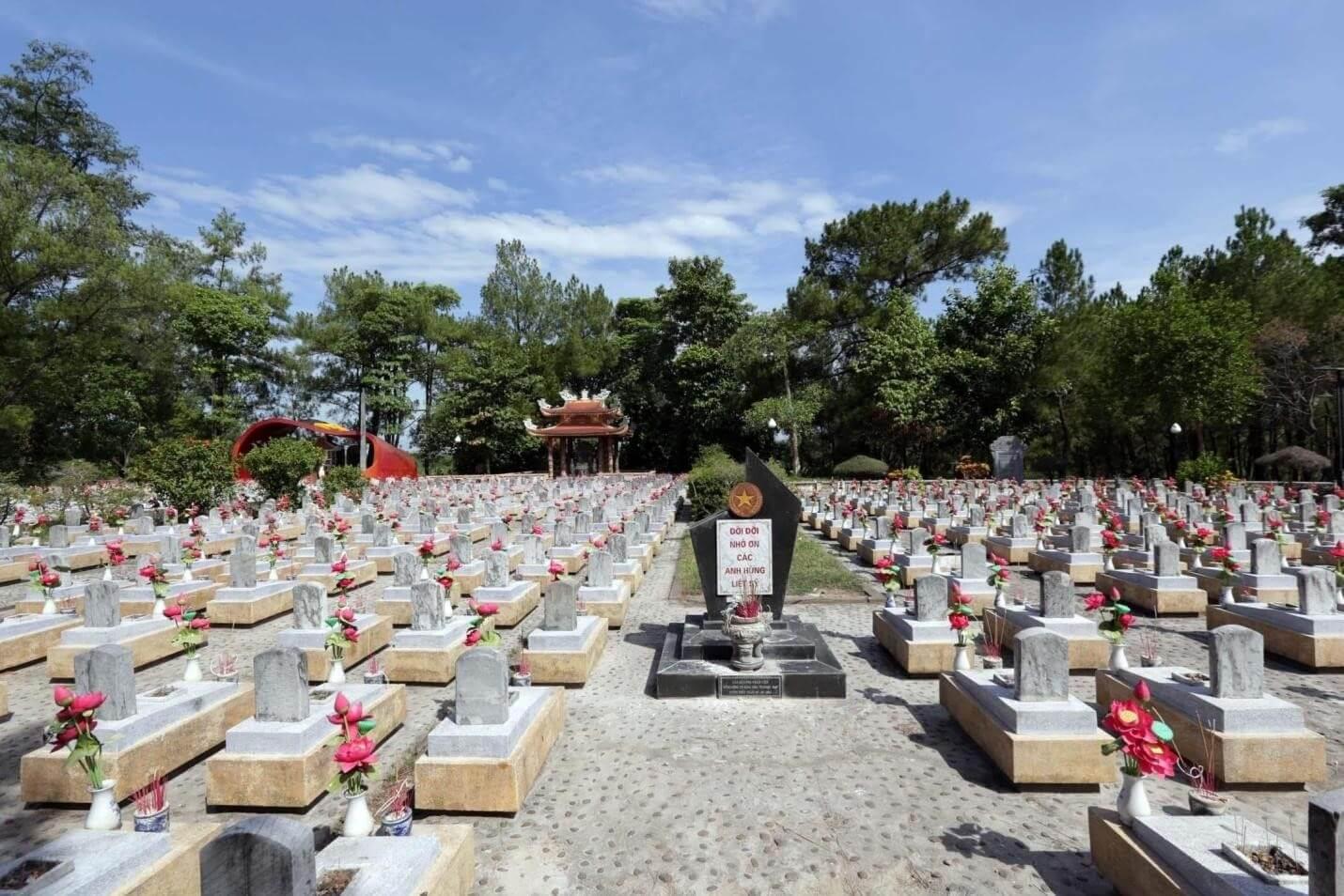 Hình ảnh tại Nghĩa Trang Trường Sơn