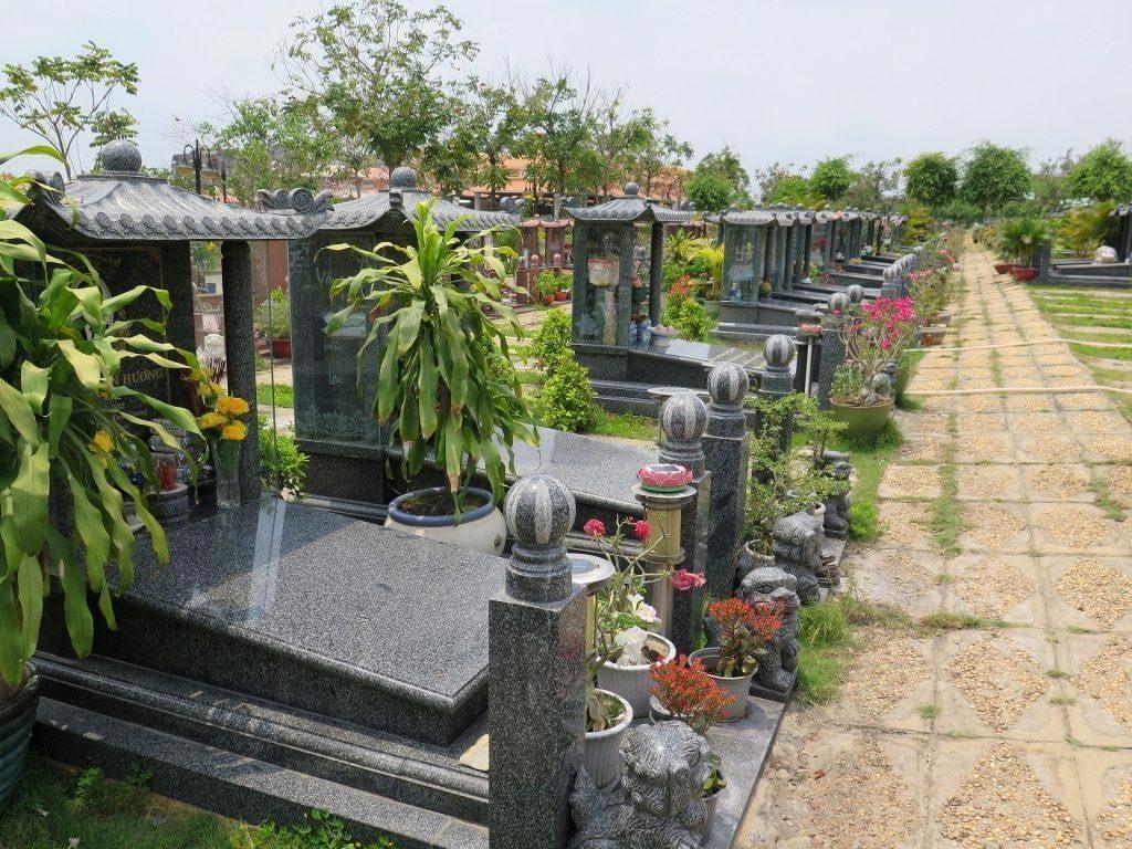 Một góc nhỏ của nghĩa trang Yên Kỳ