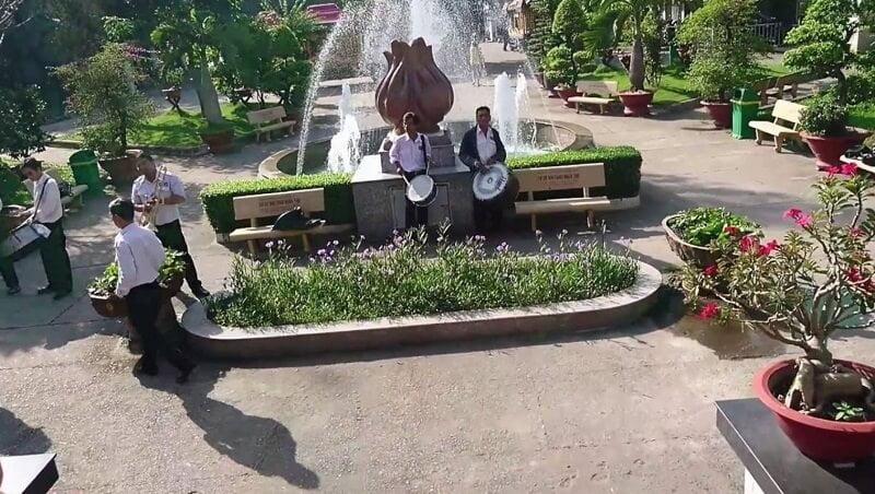 khuôn viên nghĩa trang Bình Hưng Hòa