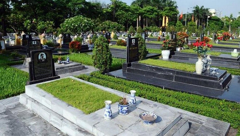 Các dãy mộ được lát đá sạch đẹp