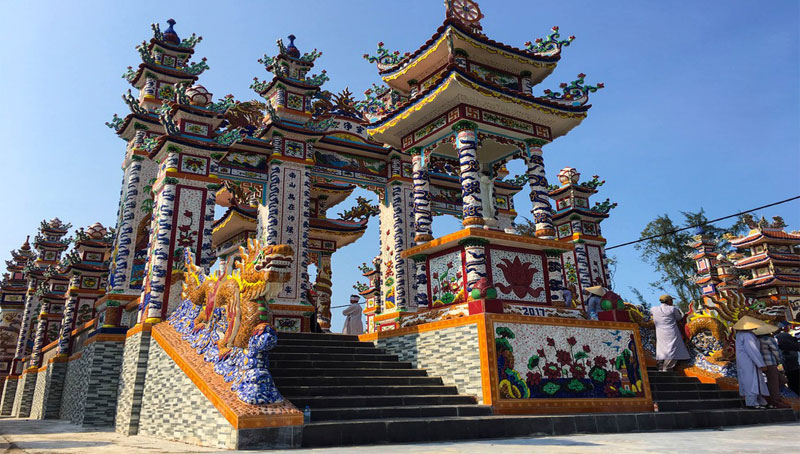 Một trong hàng ngàn lăng mộ ở An Bằng