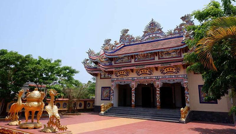 Một nhà thờ họ trong làng lăng mộ An Bằng