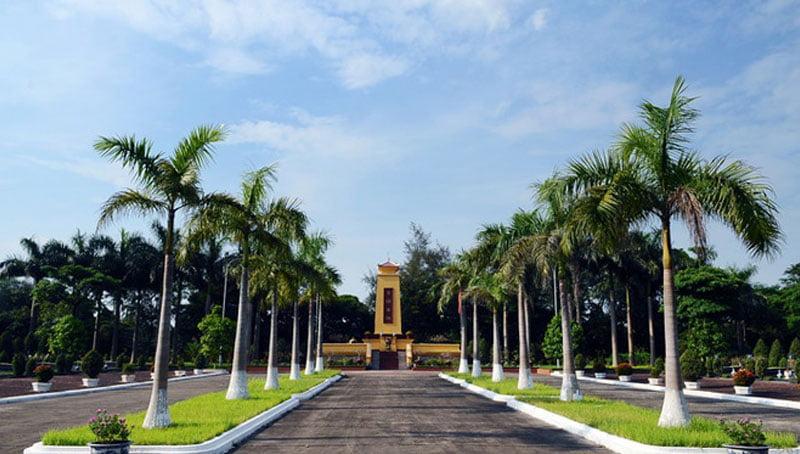 Tượng đài liệt sĩ nghĩa trang Mai Dịch