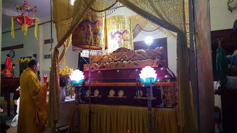 Lễ tang tại chùa Pháp Vân