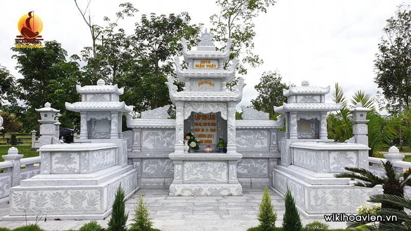 Hình thực tế lăng mộ bằng đá khối
