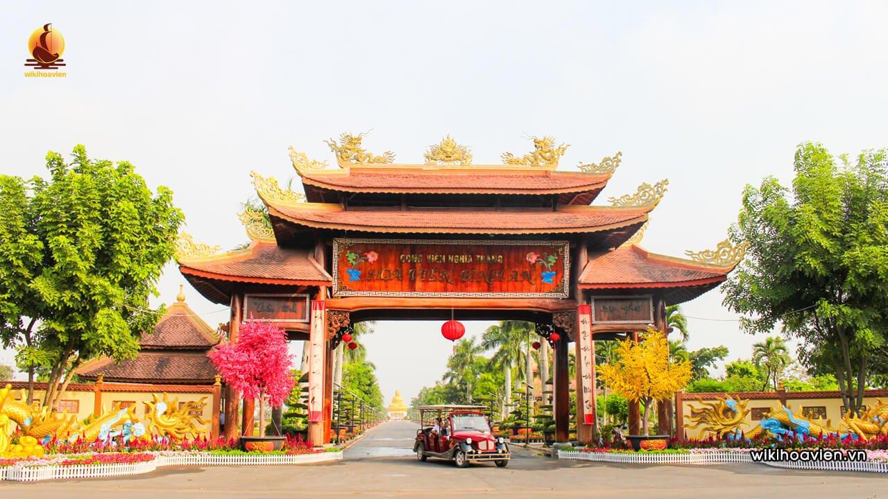 Cổng tam quan công viên nghĩa trang Hoa Viên Bình An